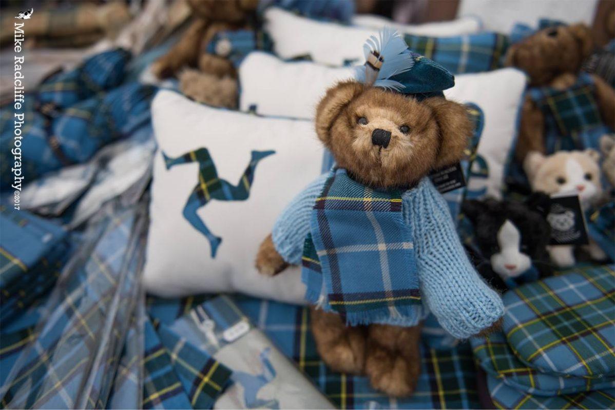 bears-in-manx-tartan